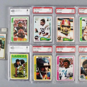 NFL Football Graded Card Lot (8) Tony Dorsett, Gene Upshaw (RC), etc. +Ungraded Earl Campbell