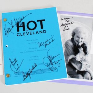 Betty White Signed Lot w/Hot in Cleveland Cast - Script, Personal Note & Photo - JSA