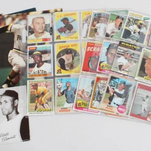 Pittsburgh Pirates Vintage Baseball Card Lot (49) - Roberto Clemente, Willie Stargell, etc.