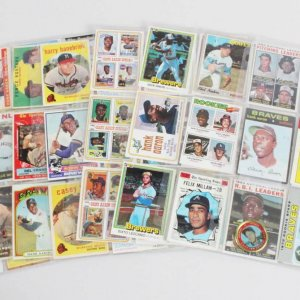 Milwaukee Brewers Atlanta Braves Baseball Card Lot (65) - Hank Aaron, Robin Yount, etc.
