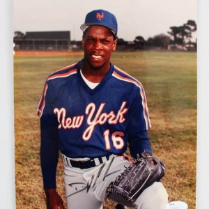 Dwight Gooden Signed Photo Mets - COA JSA