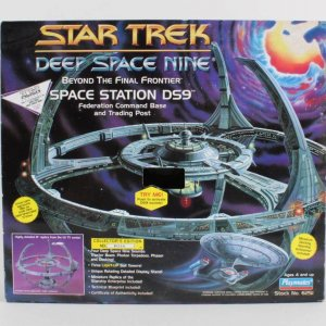 Star Trek Deep Space Nine Space Station DS9 Playmates 1994 No. 6251 (Factory Sealed)