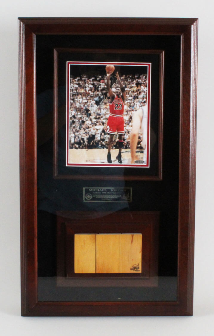 Chicago Bulls Michael Jordan Signed 8x10 Photo & Floor Display - COA UDA
