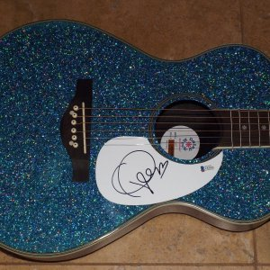 TAYLOR SWIFT signed guitar Beckett COA BGA Daisy Rock