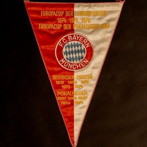 An Original Bayern Munich Game-Used & Signed Team Match Pennant.  14 Squad Signatures (Beckenbauer, Muller, Maier).  Circa 1976.