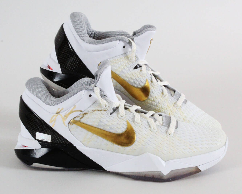 Kobe Bryant Signed Shoes Nike Zoom Kobe VII System Elite Sneakers - Los Angeles Lakers - Size 10  Panini