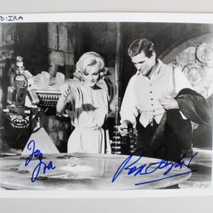 Rod Taylor Signed 8×10 Photo - COA JSA