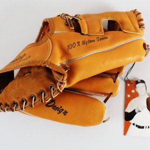 MINT 1967 Mickey Mantle Triple Crown Winner MM9 model glove