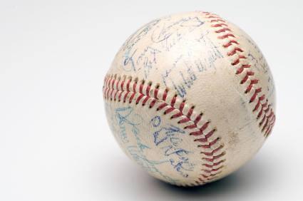94779-425x282-Autographed_baseball