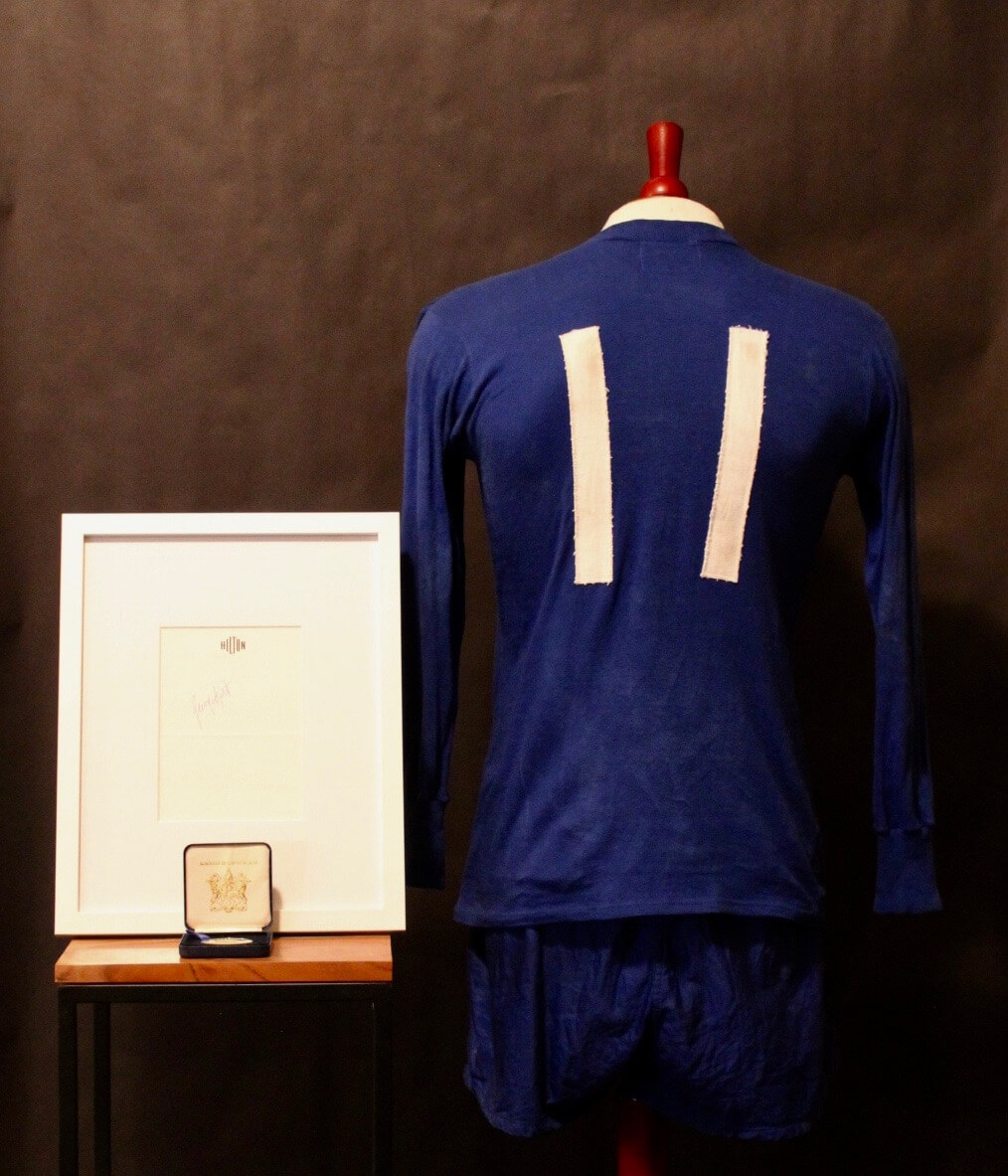 on sale 0911d 0526d A George Best Game-Used #11 Manchester United FC Uniform (Shirt & Shorts).  Circa 1960's. Includes Framed Signature & Personal Medal.