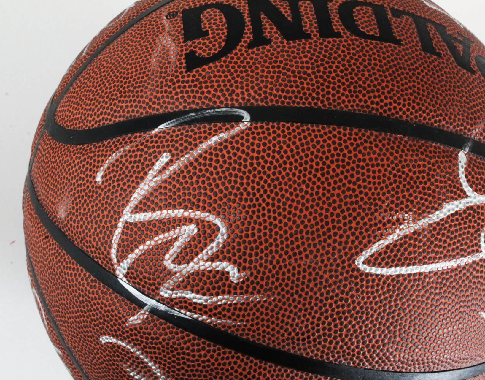 4f65eb434719 2004-05 Lakers Team-Signed Basketball – Kobe Bryant
