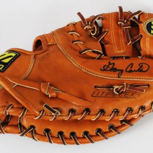 Gary Carter Game-Used Glove Signed Mets - COA JSA, 100% Authentic Team & Provenance LOA