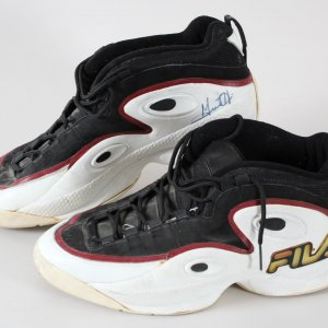 Grant Hill Game-Worn Shoes Pistons - COA JSA & 100% Authentic Team