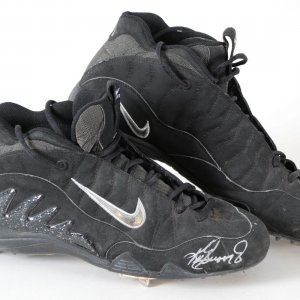 Ken Griffey Jr. Game-Worn Cleats Signed Mariners - COA JSA & 100% Authentic Team