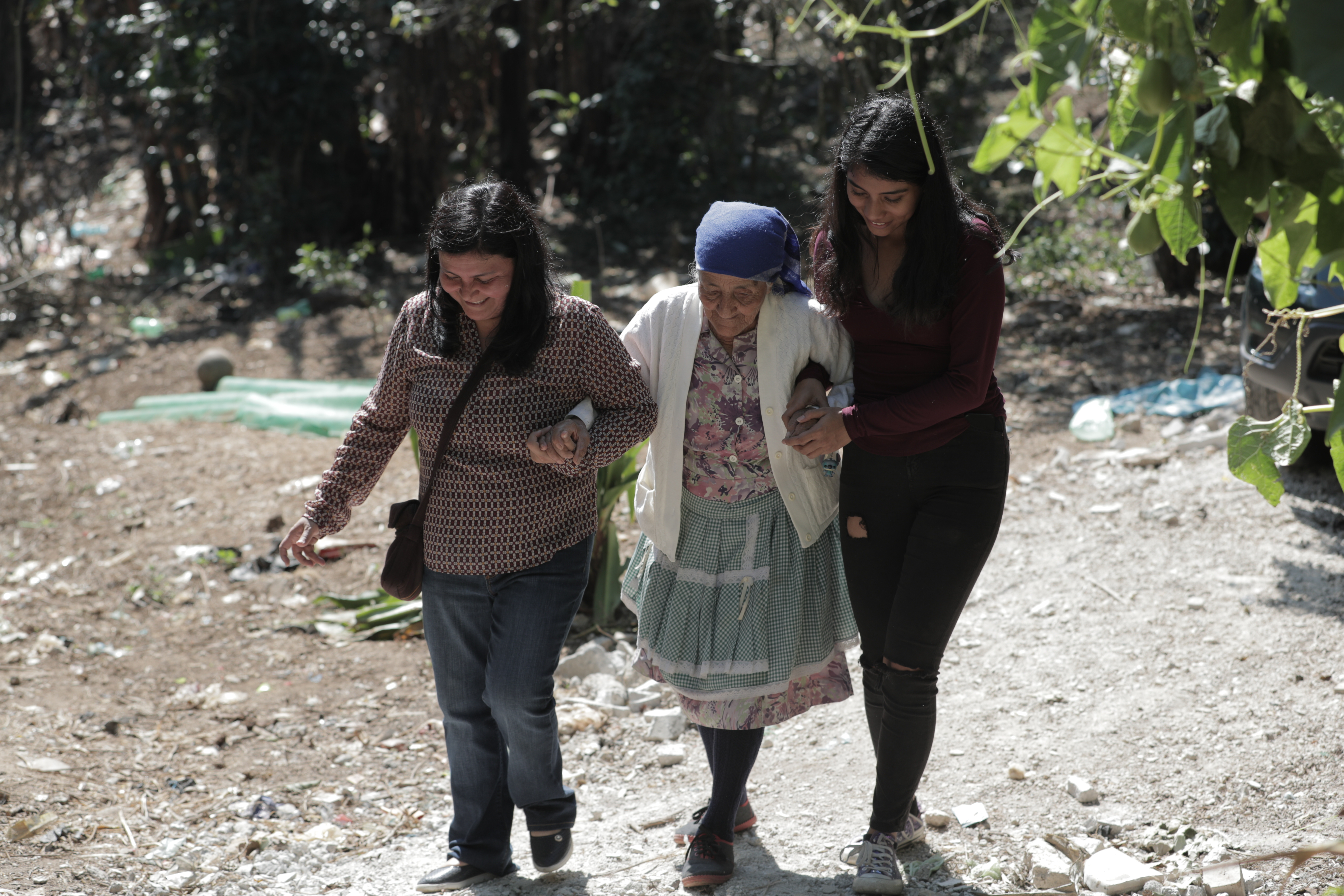 Con víveres y una cena especial Maryam de León cumplió el sueño de doña Dora Herrera, una mujer que vive sola y afronta problemas económicos. (Foto Prensa Libre: Álvaro González)