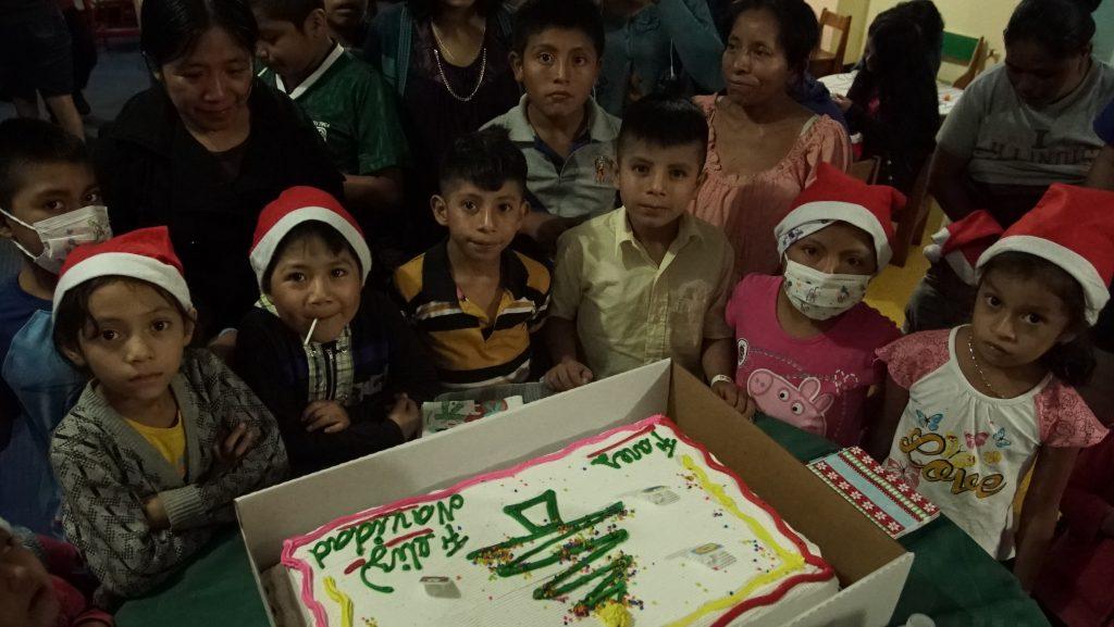 Aproximadamente 30 niños de la Fundación Fares recibieron un momento de alegría. (Foto Prensa Libre: Juan Carlos Rivera)