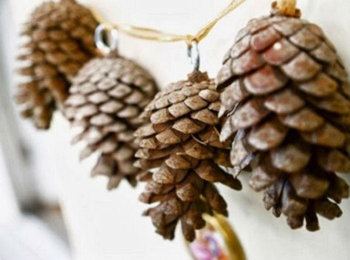 Los elementos naturales le dan una diferente vista al decorado navideño.