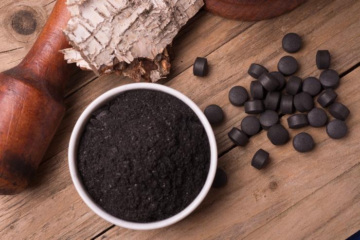 El polvo negro que todos están empezando a usar para limpiar el organismo