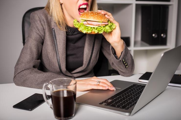 5 alimentos que nunca debes almorzar para no subir de peso