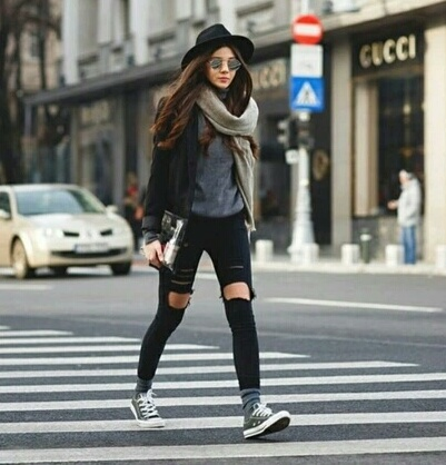 https://s3-us-west-2.amazonaws.com/minisitios/revistaamigapl/wp-content/uploads/2017/12/ripped-jeans-bufana.jpg
