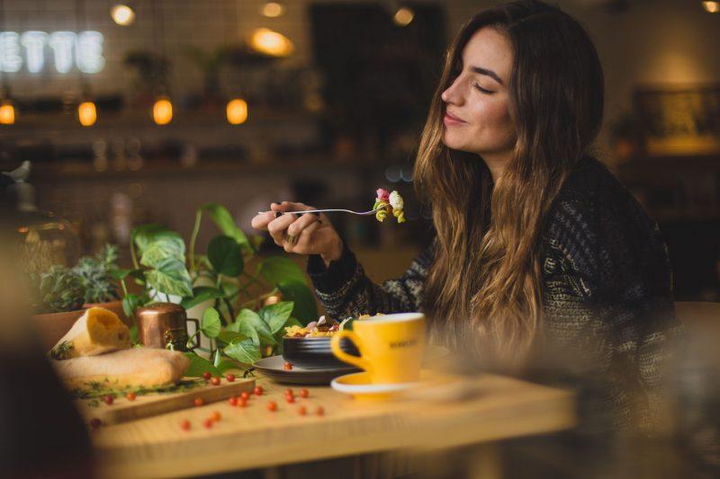 Alimentación versus vitaminas en polvo, ¿cuál es mejor?