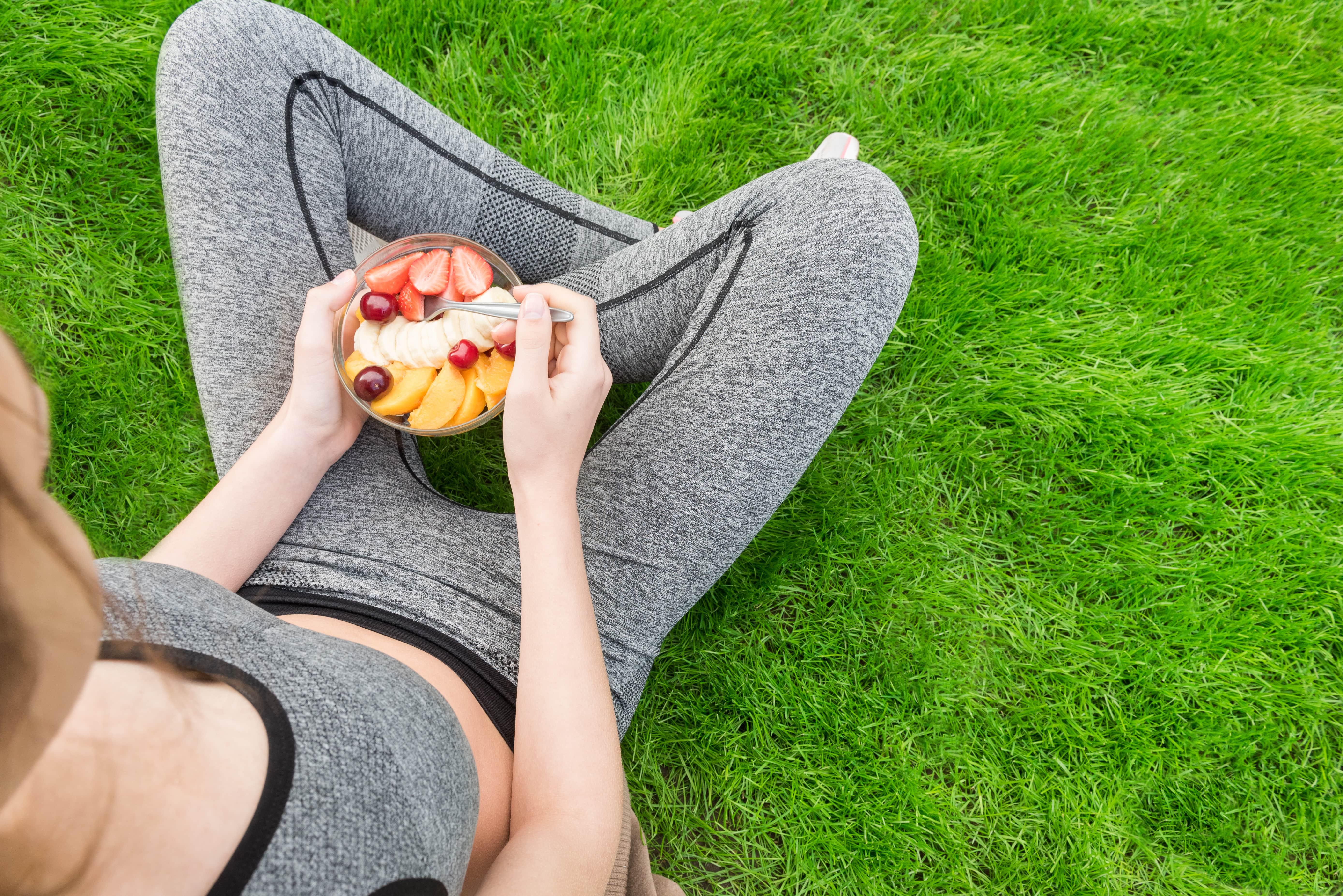 Si te ejercitas con entrenamientos mixtos, esto es lo que debes de comer para perder peso de inmediato