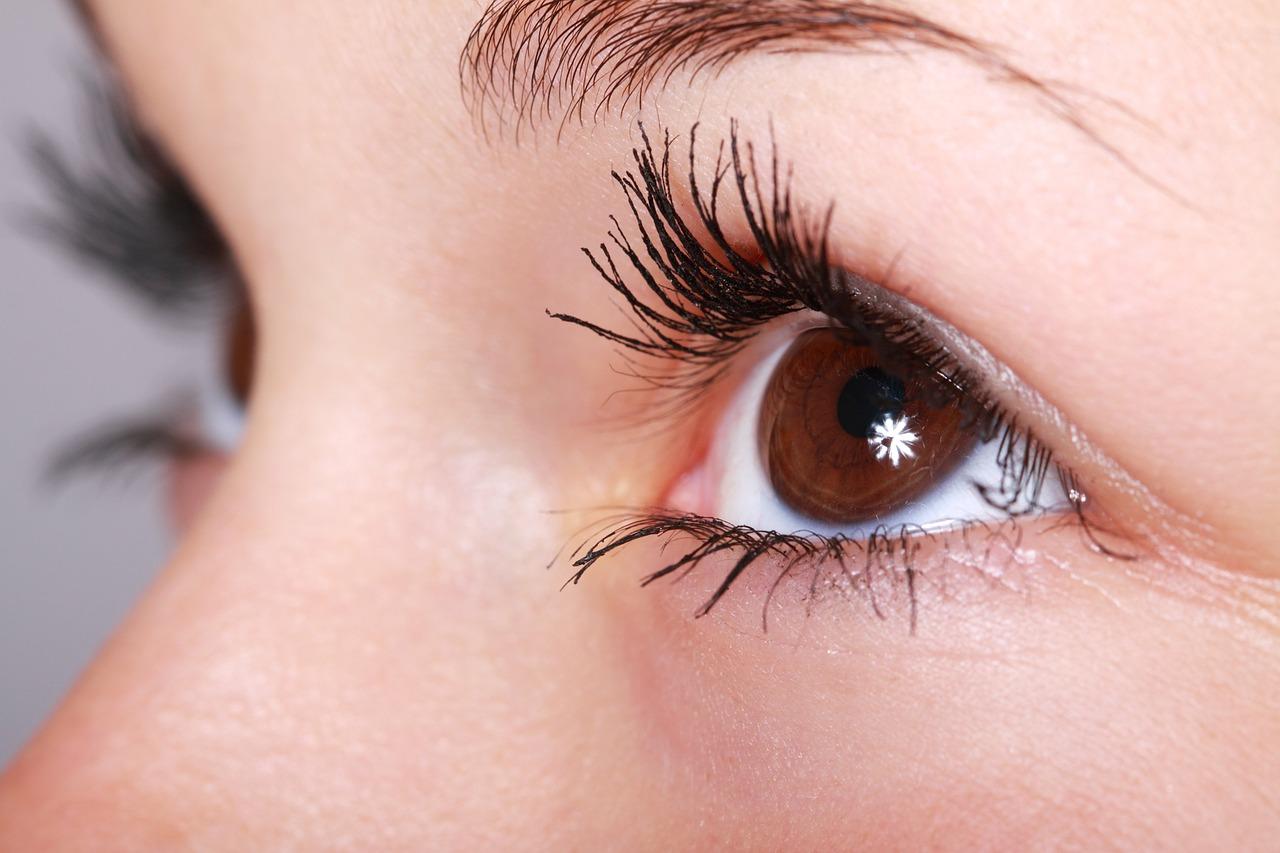 Consejos para resaltar el maquillaje de los ojos por el uso de mascarilla