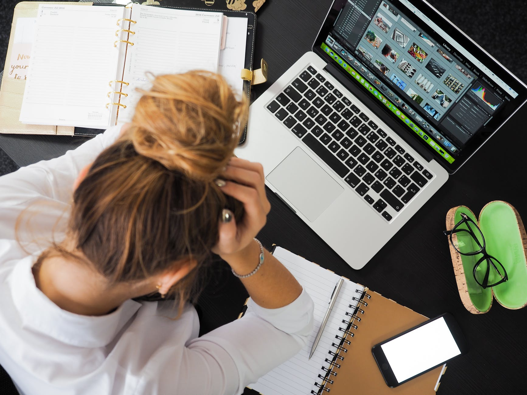 ¿Por qué el estrés del teletrabajo afecta más a las mujeres?