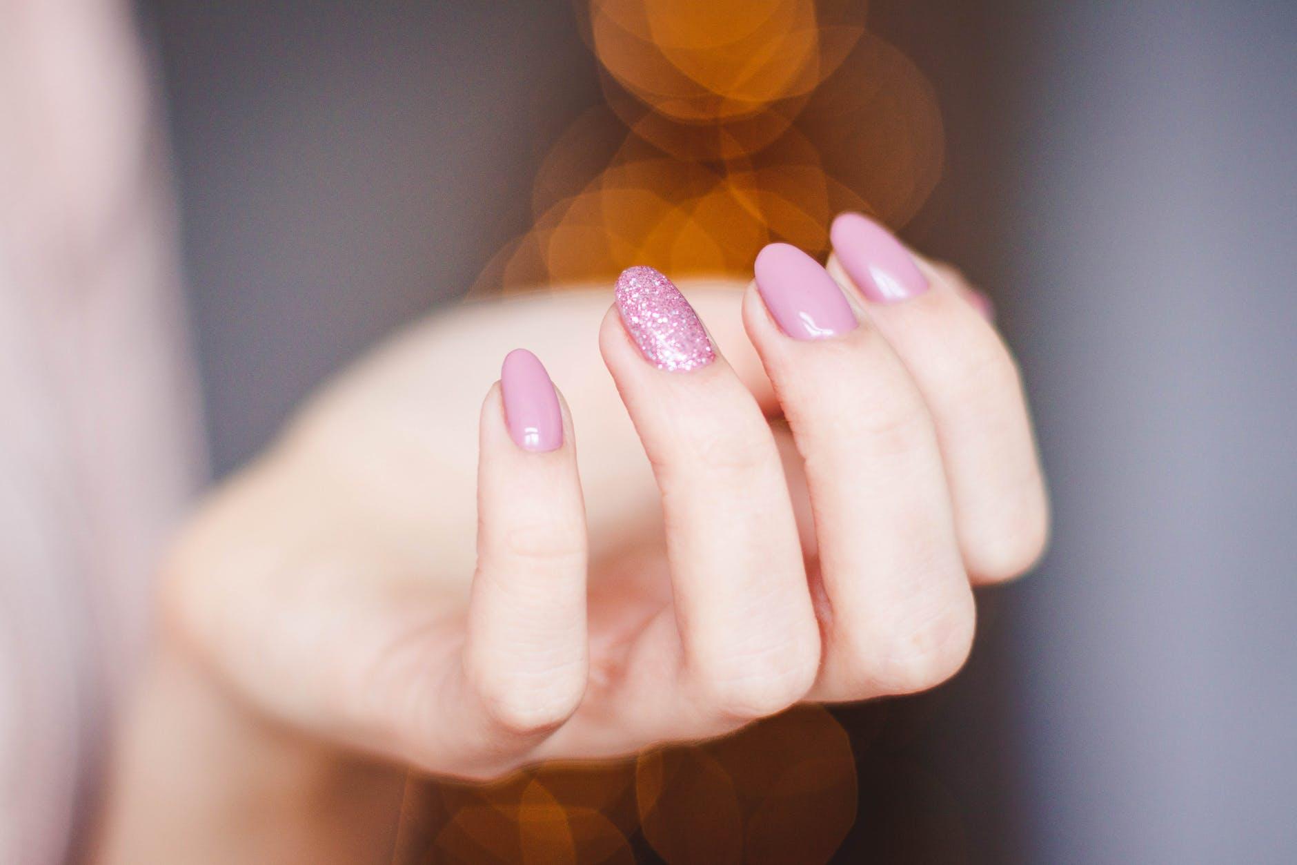 Cinco colores de esmalte que hacen un look más elegante