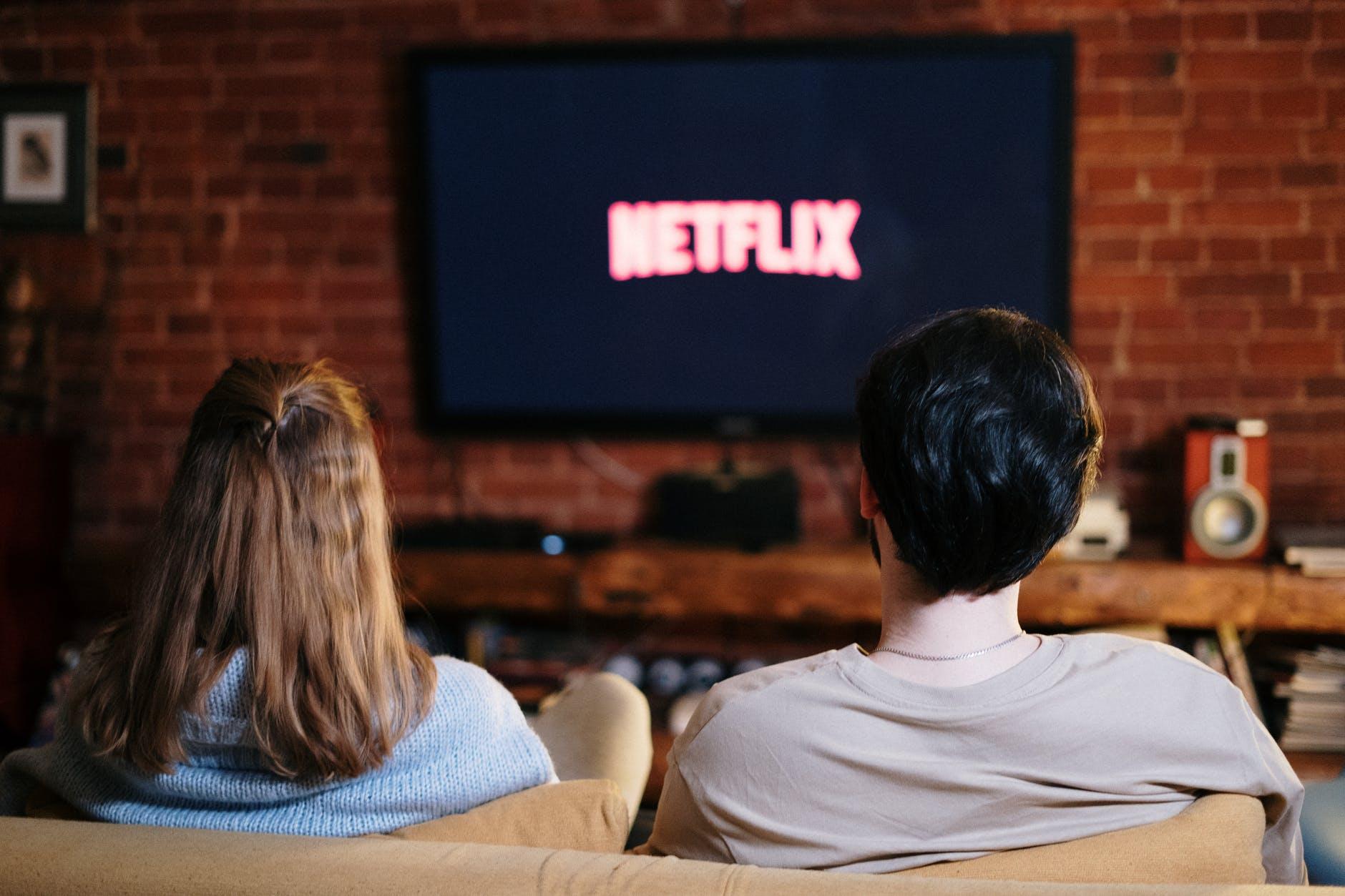 Cinco series de Netflix para viajar en el mundo sin salir de casa