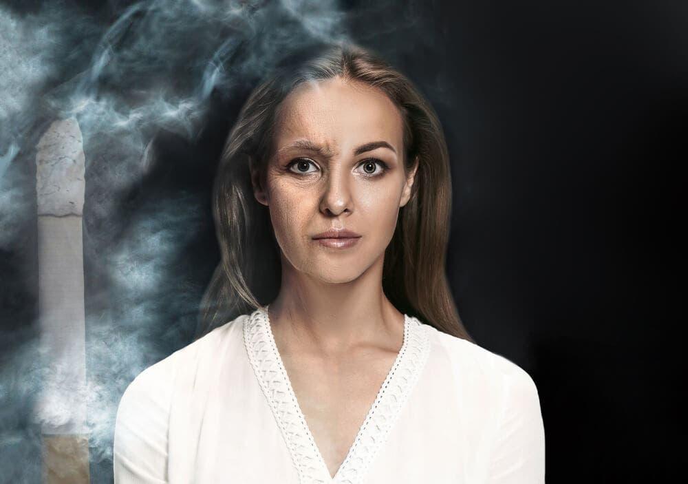 ¿Por qué el tabaco produce arrugas en la piel?