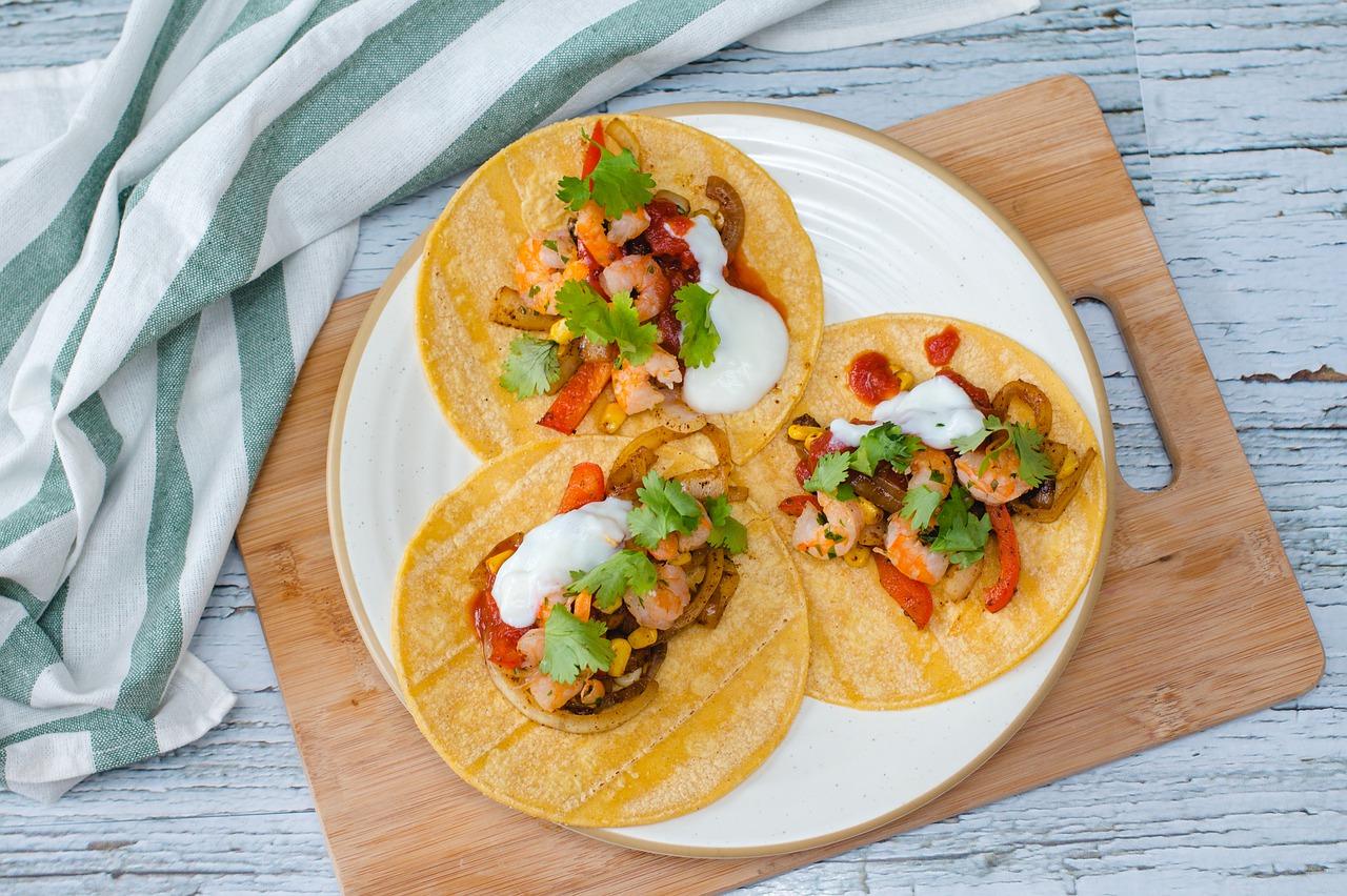 Almuerzo saludable: Tacos de camarones con salsa de mango