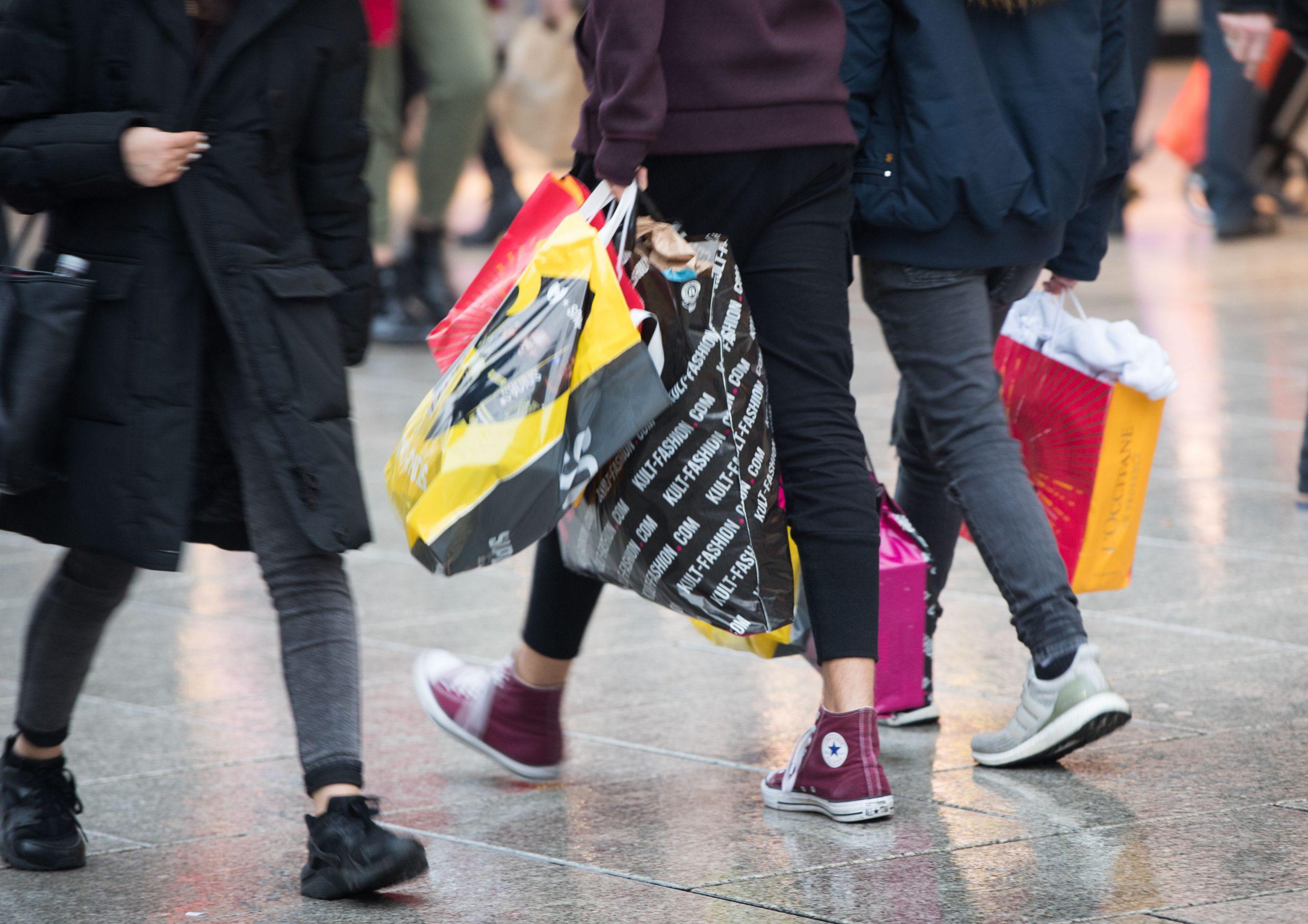 Segunda mano e intercambios: consejos para un consumo sostenible de ropa