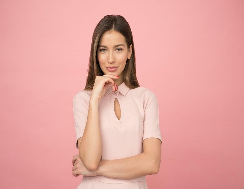 Cinco blusas perfectas para estar en casa y lucirte en esa videollamada