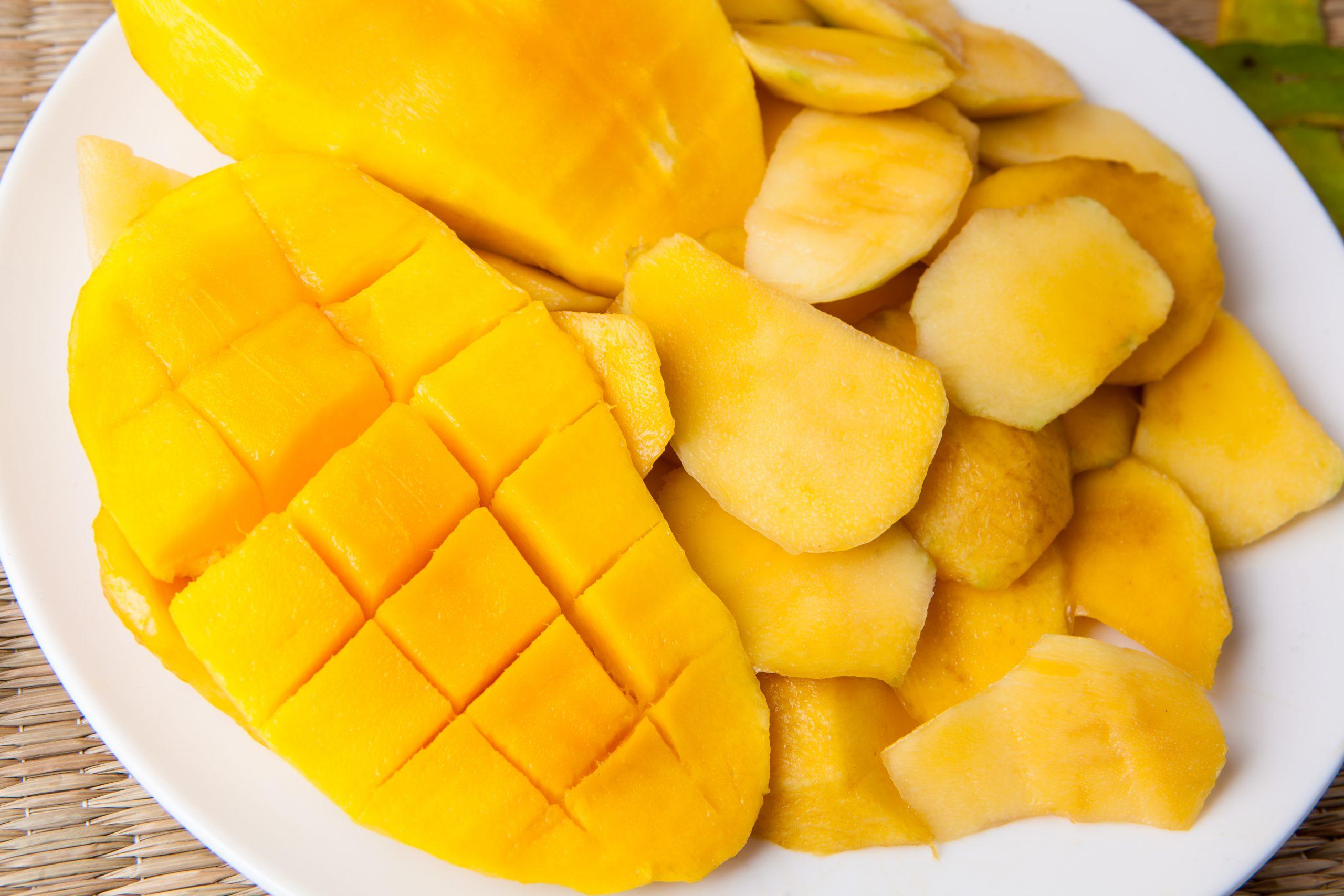 Prepara un delicioso helado de mango bajo en calorías