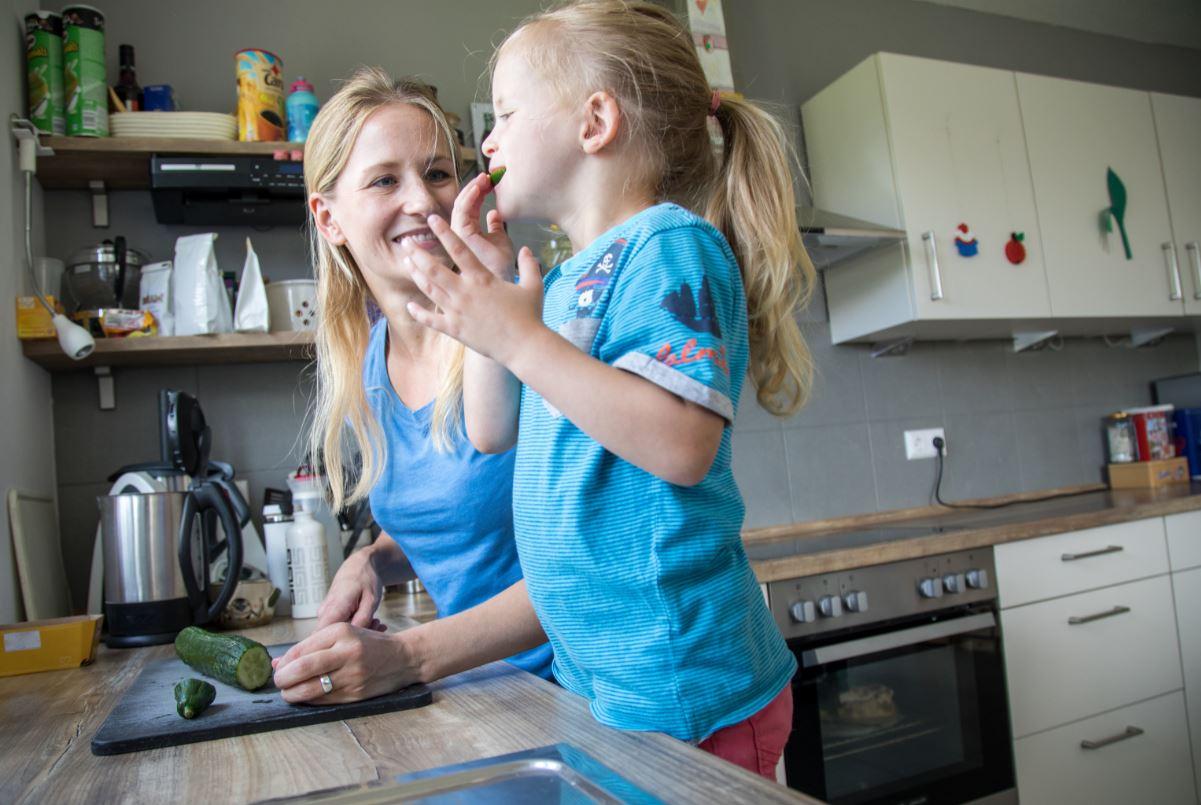 Cómo hacer que los niños se entusiasmen en la cocina