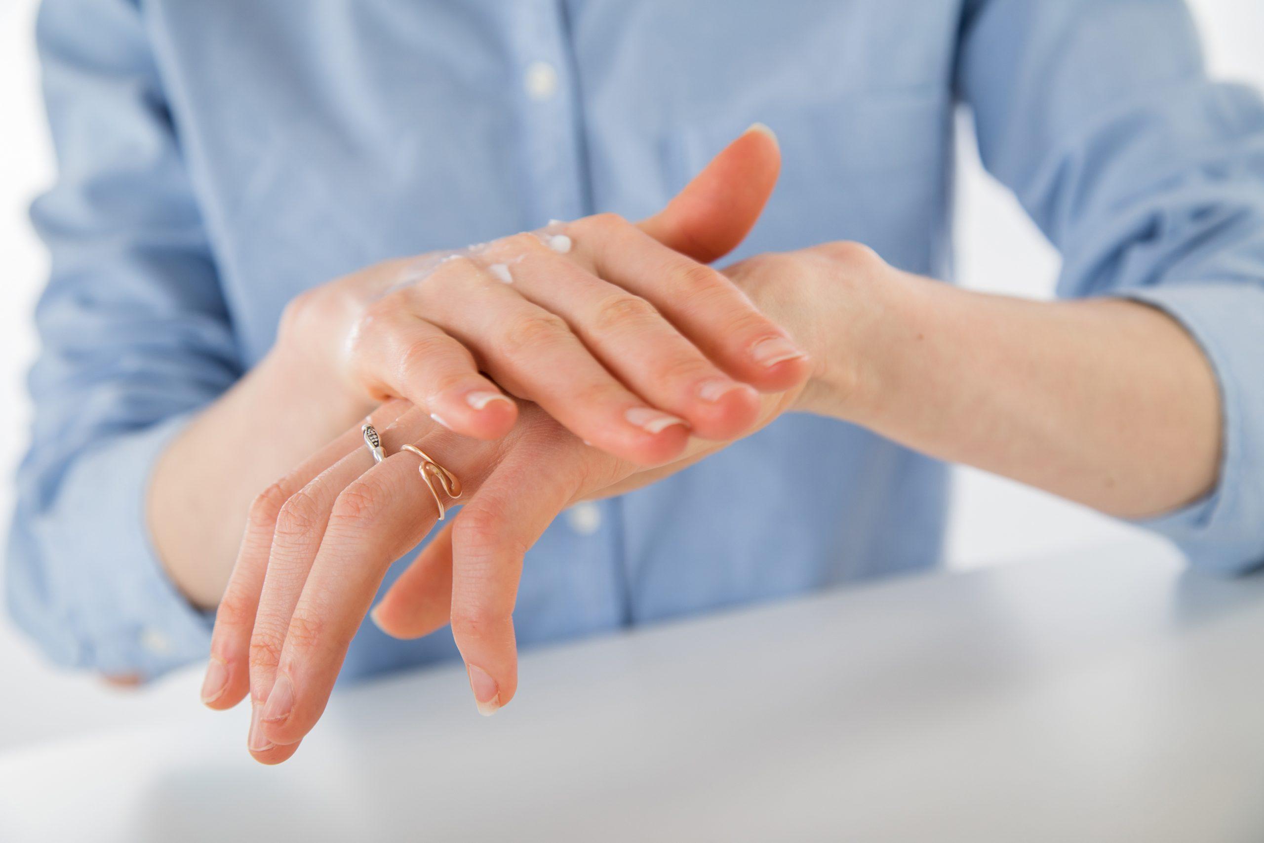 Menos a veces puede ser más: No lave ni cuide excesivamente la piel