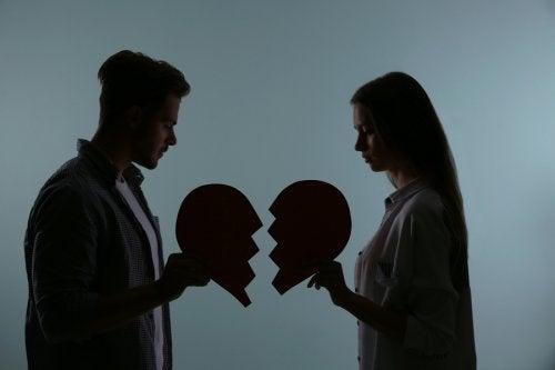 Cuatro acciones que matan el amor y romperán tu relación