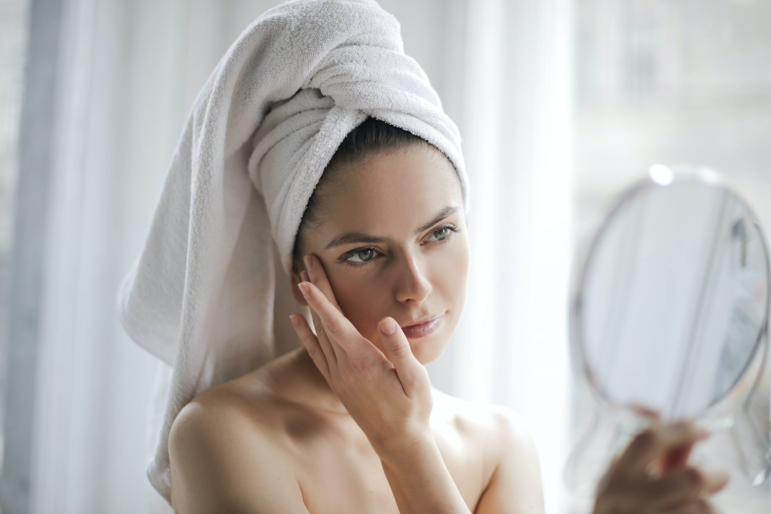 ¿Funciona la yoga facial para eliminar arrugas y estrés?
