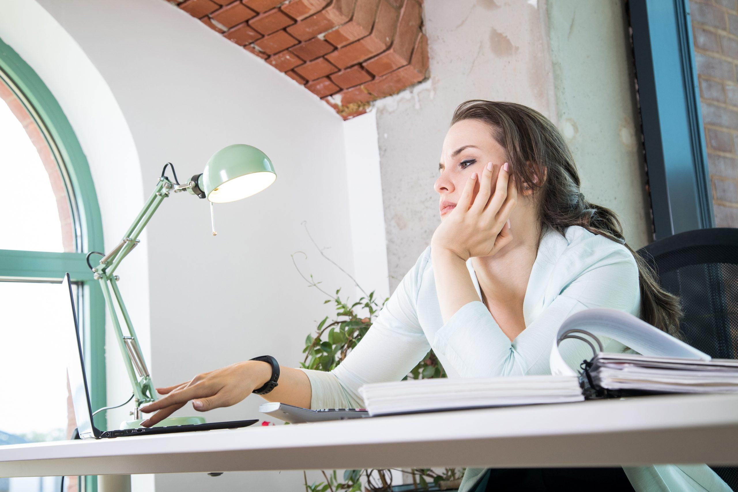 Consejos para vencer la monotonía que genera la rutina en el trabajo