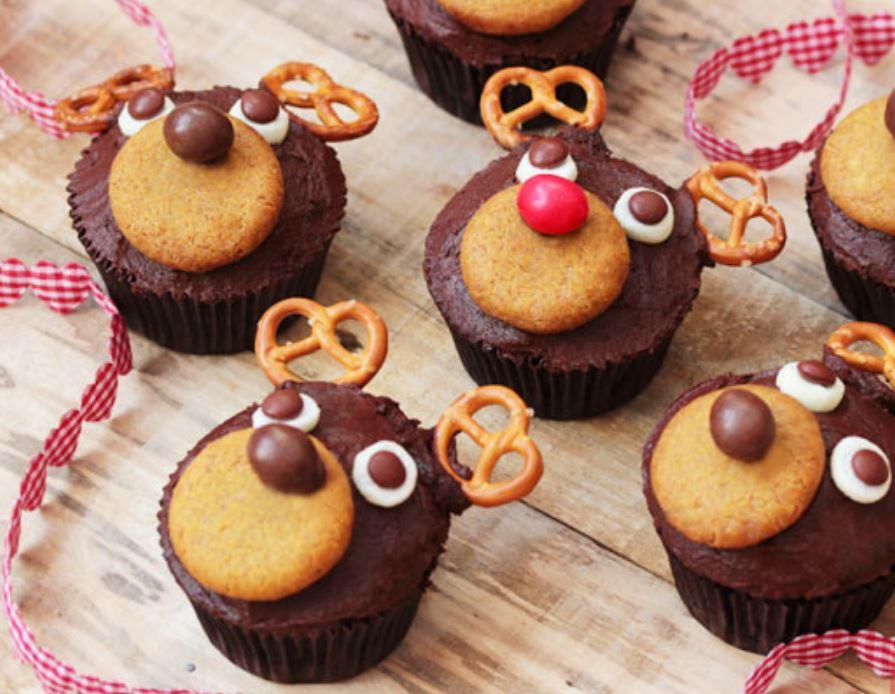 Prepara unos deliciosos cupcakes de chocolate navideños