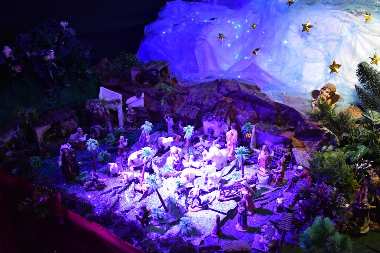 El arte engalana el Nacimiento navideño de la familia Vargas