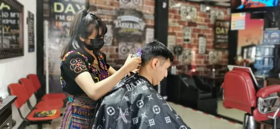 Leticia Baquiax y su pasión por la barbería