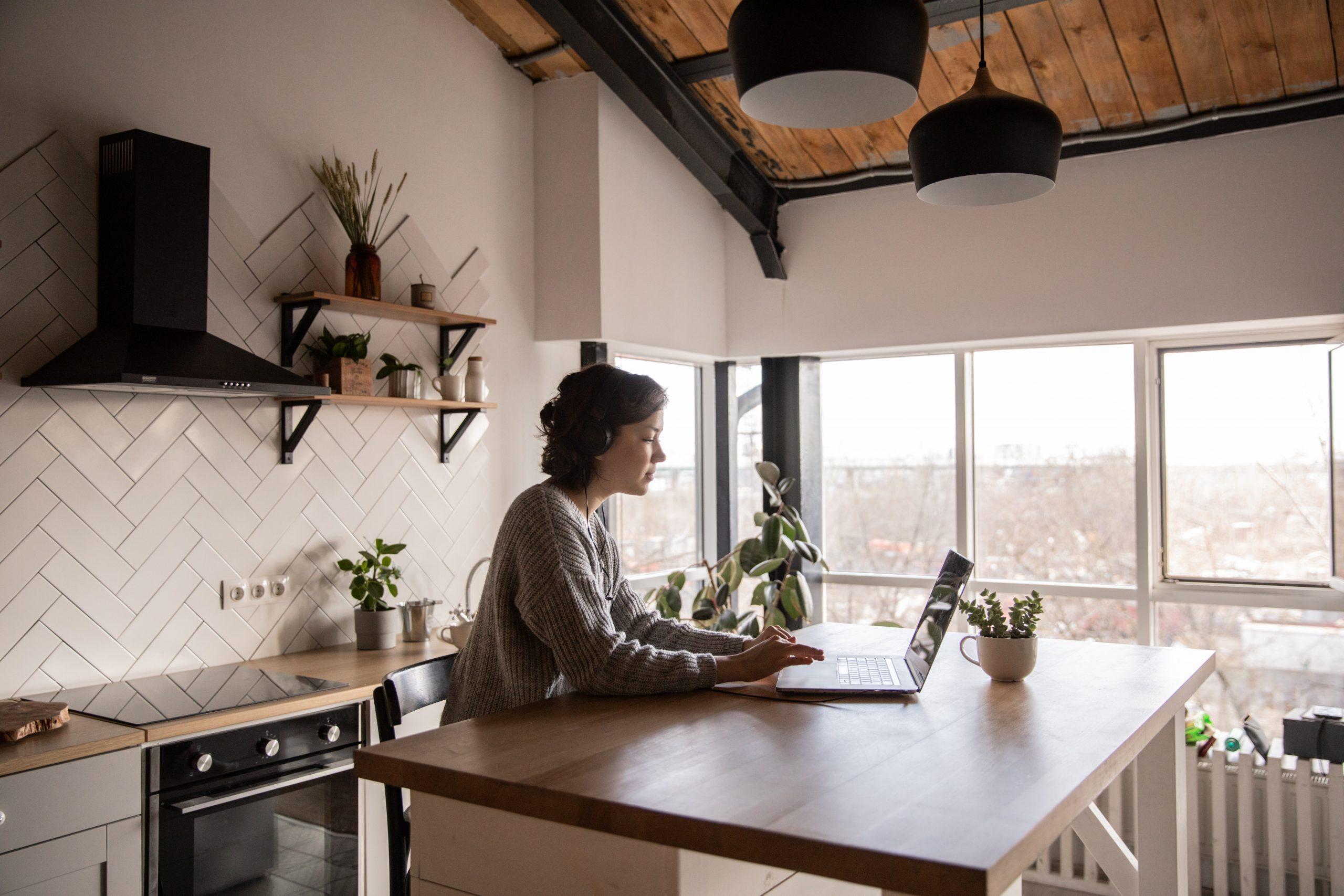 ¿Cuánta supervisión es tolerable cuando se trabaja desde casa?