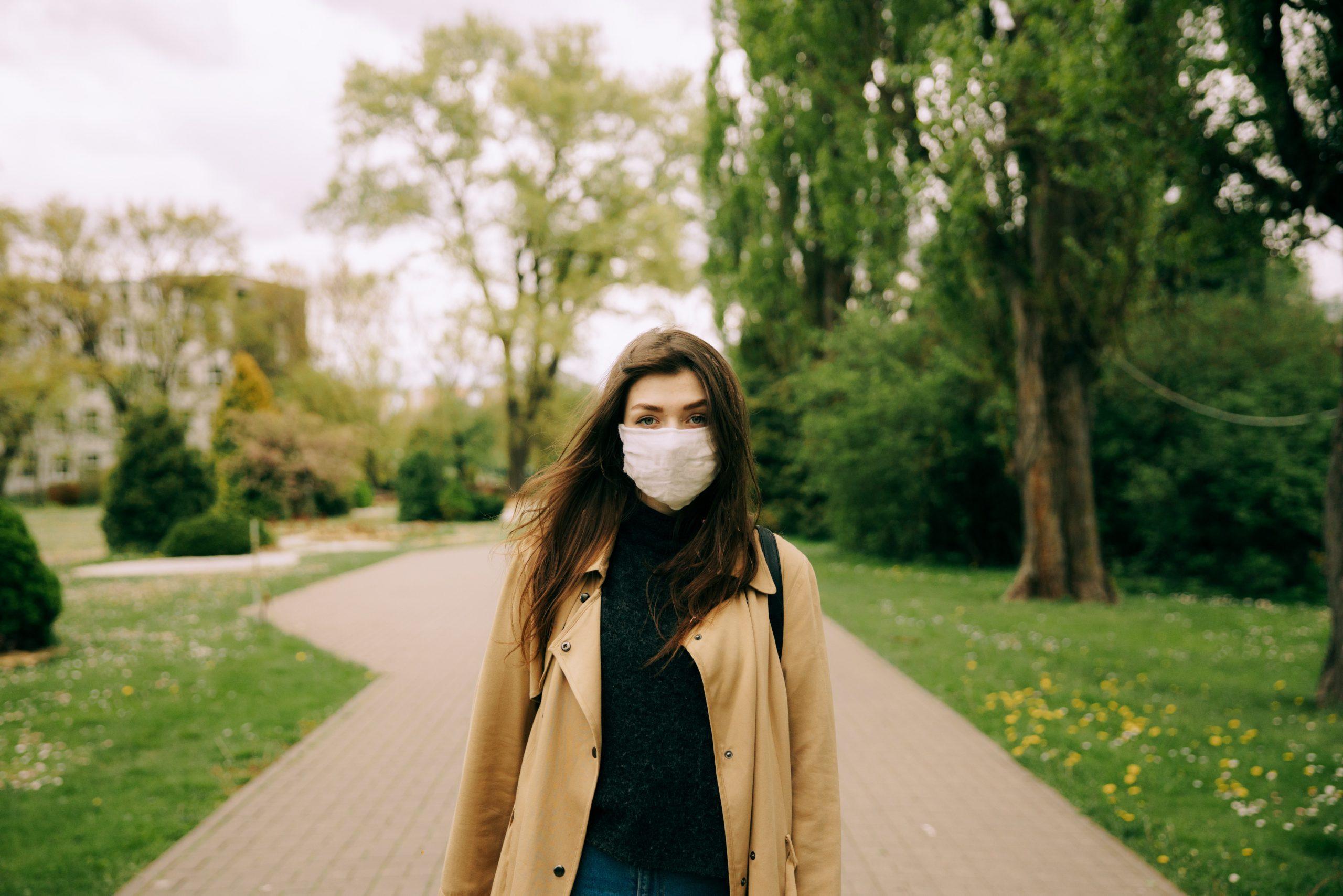 Expertos afirman que las mascarillas no generan riesgo para la salud
