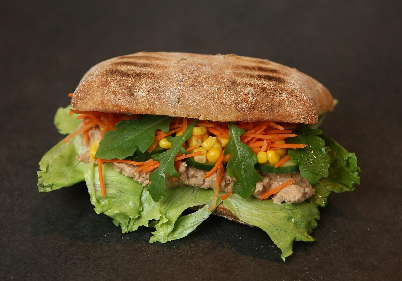 Lonchera saludable: Pan integral con atún