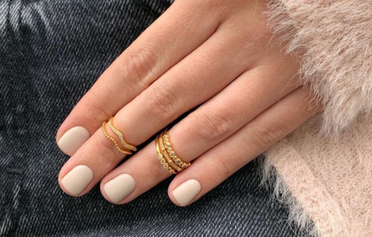 Estos son los colores de uñas que te hacen ver más joven