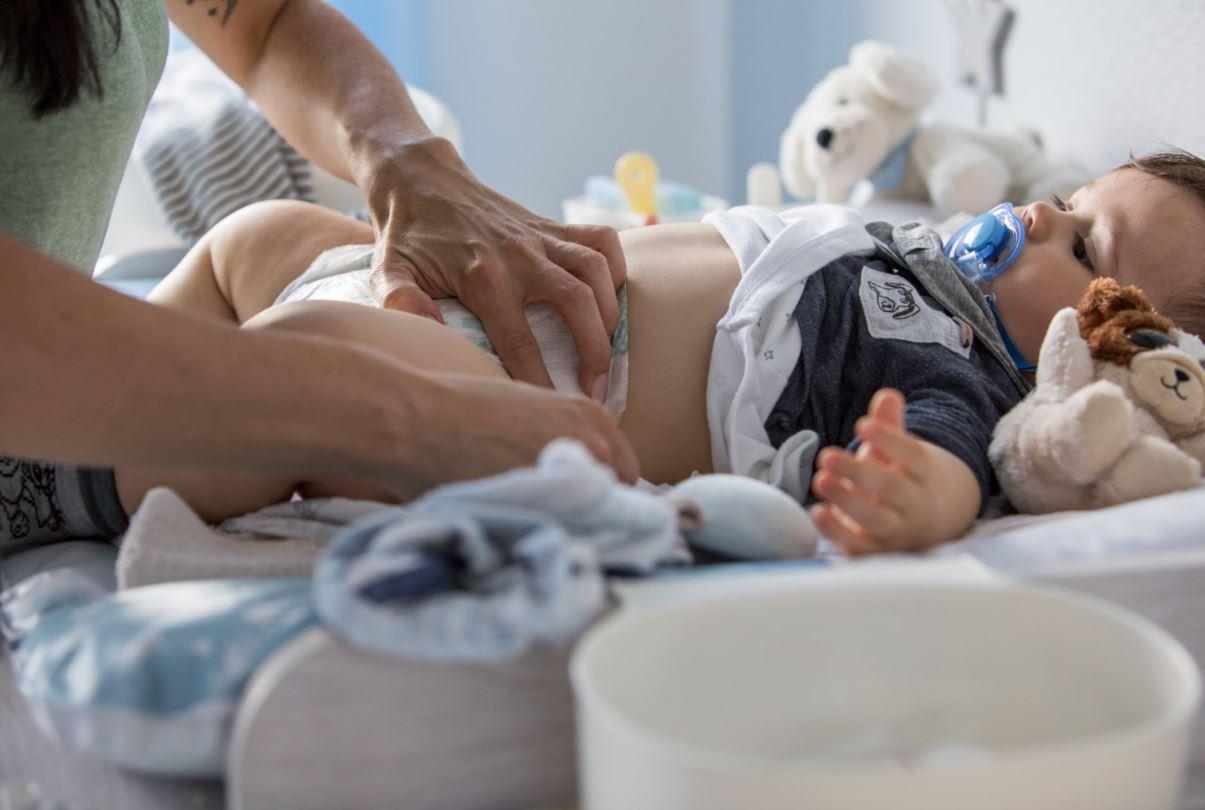 Cómo criar a un bebé libre de pañales