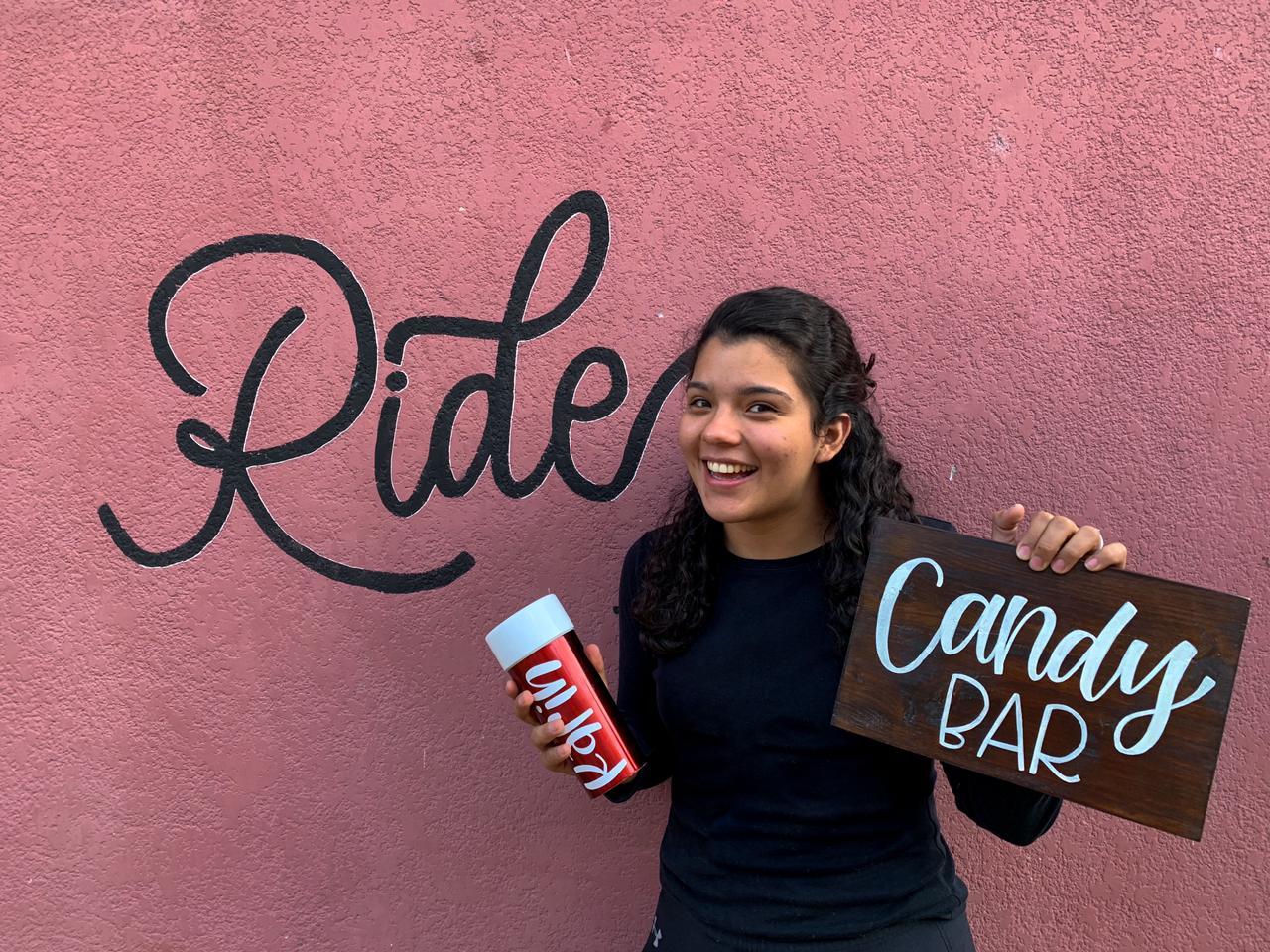 Conoce la historia de Gabriela Morales y su emprendimiento de letras