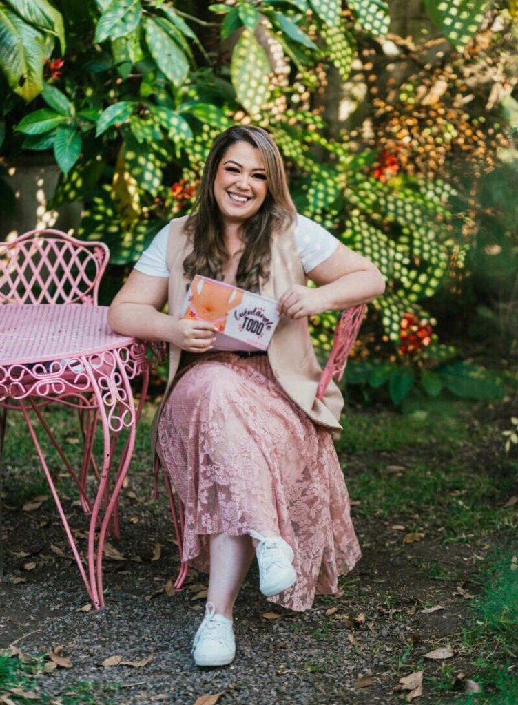 """Lucía Sánchez presenta su primer libro """"Cuéntamelo todo"""""""